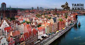 Bir Beyaz Bir Renkli Ülke Polonya